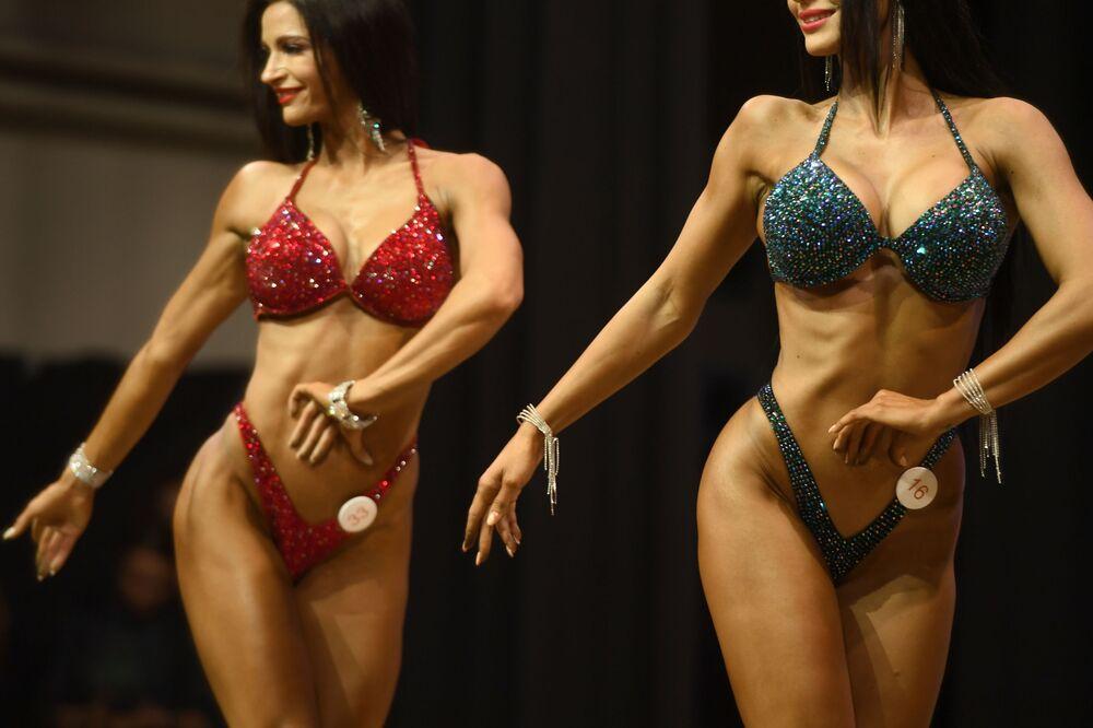 Yarışmanın jüri üyeleri, katılımcıların gösterilerini değerlendirirken vücut çizgilerin uyumluluğu ve oranı, vücudun genel durumu ve sağlıklı bir görünümü dikkate aldı