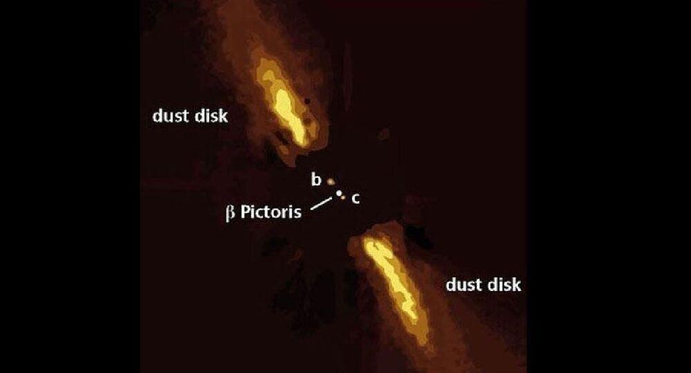 Almanya'da Max Planck Astronomi Enstitüsü'nden gökbilimciler, Dünyadan yaklaşık 63 ışık yılı uzaklıktaki başka bir yıldız sisteminde b Pictoris c adı verilen bir dış gezegenin fotoğrafını paylaştı.