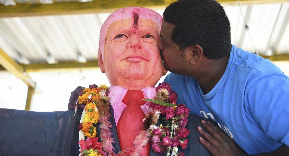 ABD Başkanı Trump'a rüyasında gördüğünden beri tapındığını söyleyen Hindistanlı Bussa Krişna