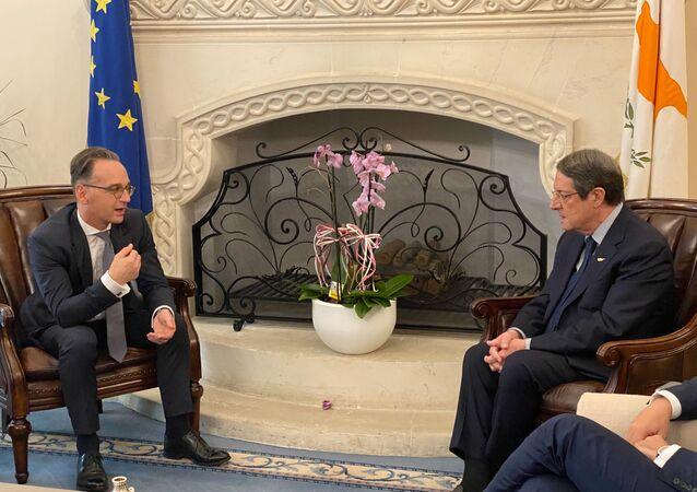 Güney Kıbrıs Rum Yönetimi Cumhurbaşkanı NikosAnastasiadis tarafından kabul edilen Almanya Dışişleri Bakanı Heiko Maas (solda)