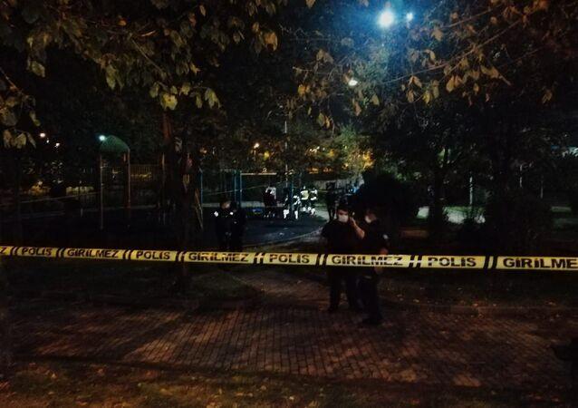Genç adamın cansız bedeni parkta asılı halde bulundu