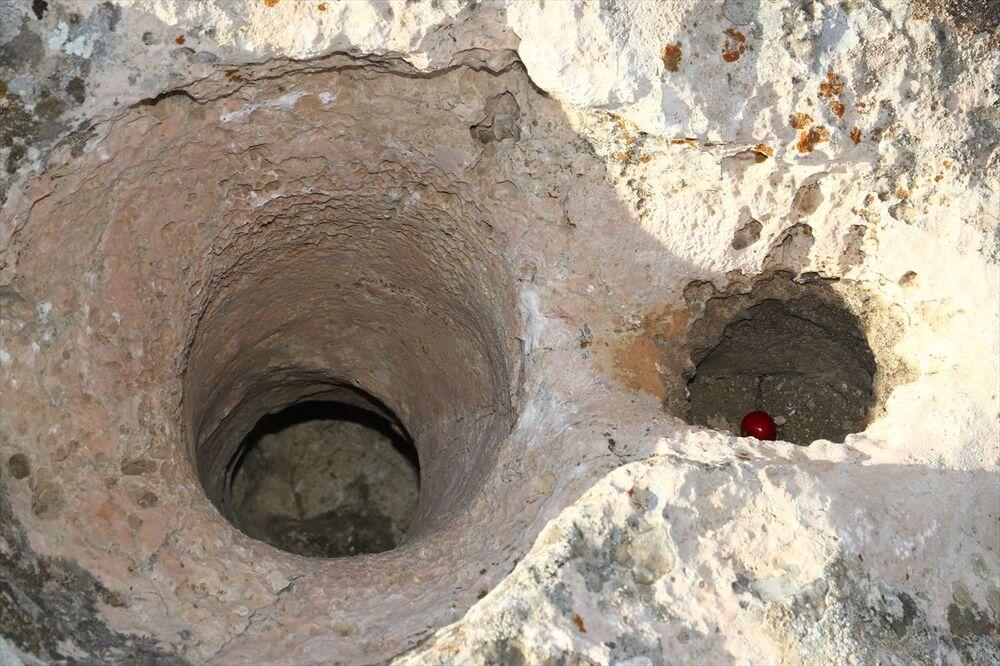 Prof. Dr. Rafet Çavuşoğlu, Zernaki Tepe'nin Anadolu'nun doğusunda ve Doğu Anadolu Bölgesi'nde, ızgara planına sahip tek antik şehir olduğunu söyledi.