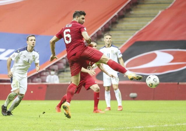 A Milli Futbol Takımı, UEFA Uluslar B Ligi 3. Grup dördüncü maçında Sırbistan ile Türk Telekom Stadı'nda karşılaştı. Milli futbolcu Ozan Tufan'ın (6) vuruşunda top ağlara gitti.
