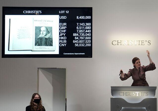 William Shakespeare'in ölümünün ardından aktör dostlarının1623'te bastırdığıİlk Folyo, Christie's açık artırmasında