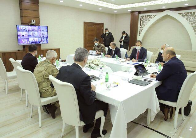 İçişleri Bakanı Süleyman Soylu, valilerle Kovid-19 tedbirlerini görüştü