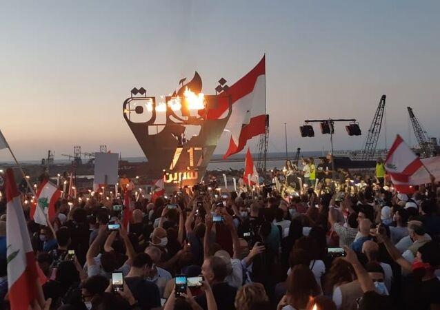 Lübnan'da geçen yıl 17 Ekim'de hükümetin vergi politikalarına karşı başlayan protestoların 1. yıldönümünde halk yeniden sokaklara döküldü.