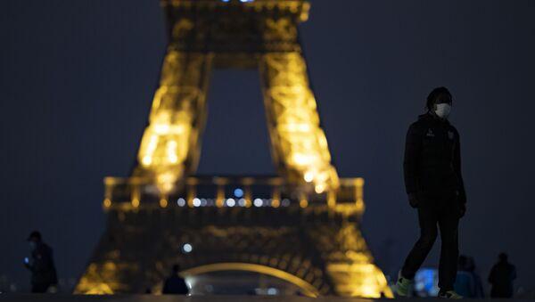 Fransa'da koronavirüs salgını ile mücadele kapsamında Paris dahil 8 büyükşehirde ilan edilen sokağa çıkma yasağı bugün başladı. - Sputnik Türkiye
