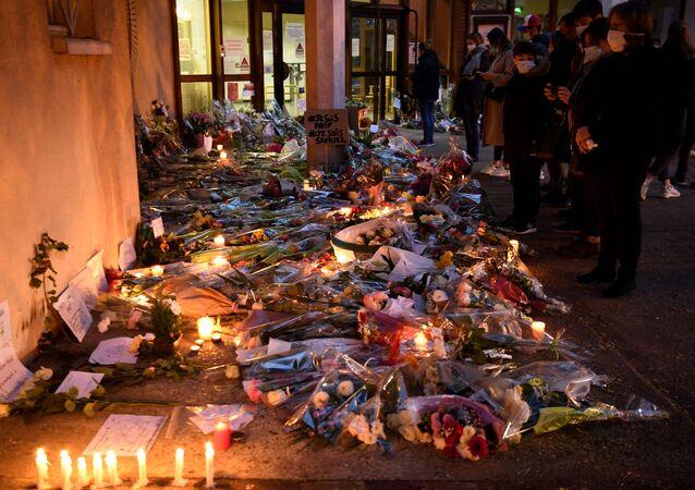 Paris'te öğretmene saldırı