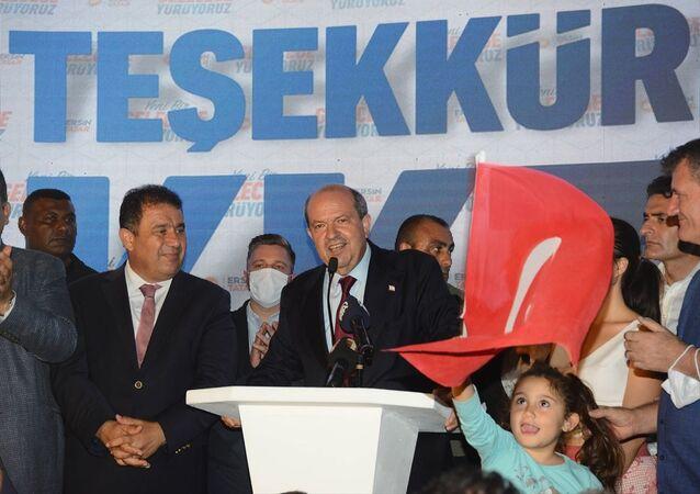 Kuzey Kıbrıs'ın yeni Cumhurbaşkanı Ersin Tatar, seçimin resmi olmayan sonuçlarının açıklanmasının ardından Ulusal Birlik Partisi'nin (UBP) Lefkoşa İlçe Merkezi önünde konuştu.