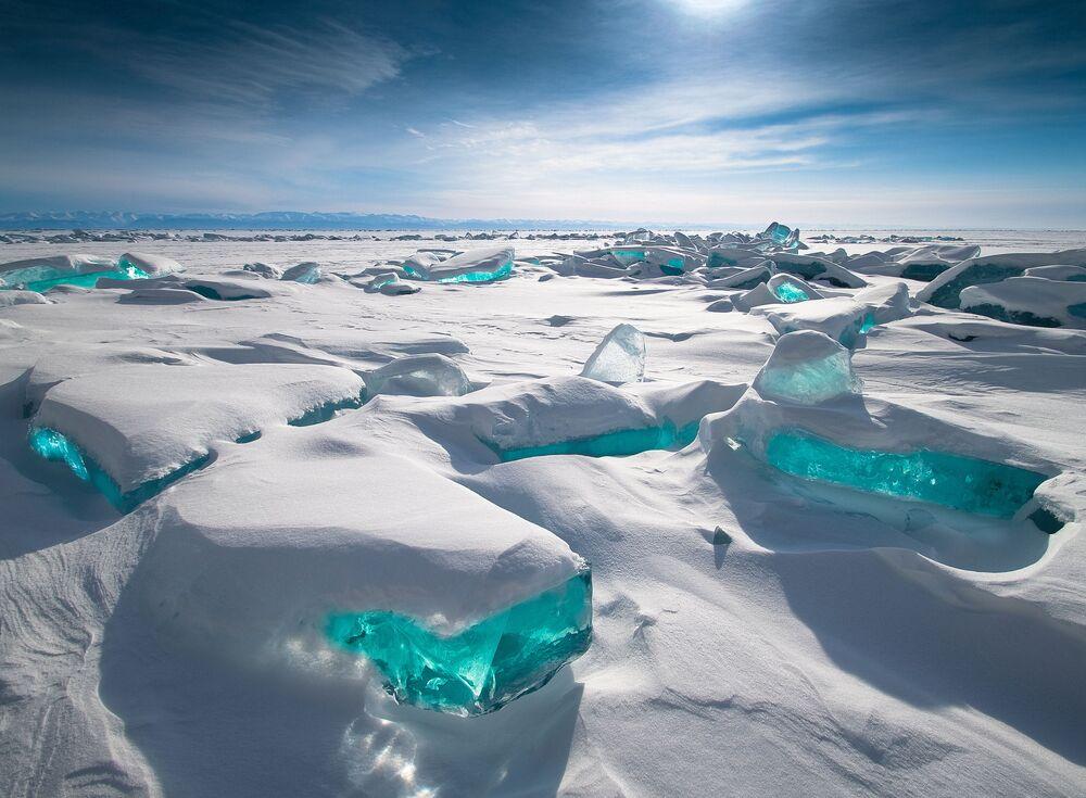 2020 Hava Olayları Fotoğrafları Yarışması'nın Halkın Seçimi kategorisinde birincilik kazanan Rus fotoğrafçı Alexey Trofimov'un görüntülediği Baykal Gölü'nün  kış manzarası