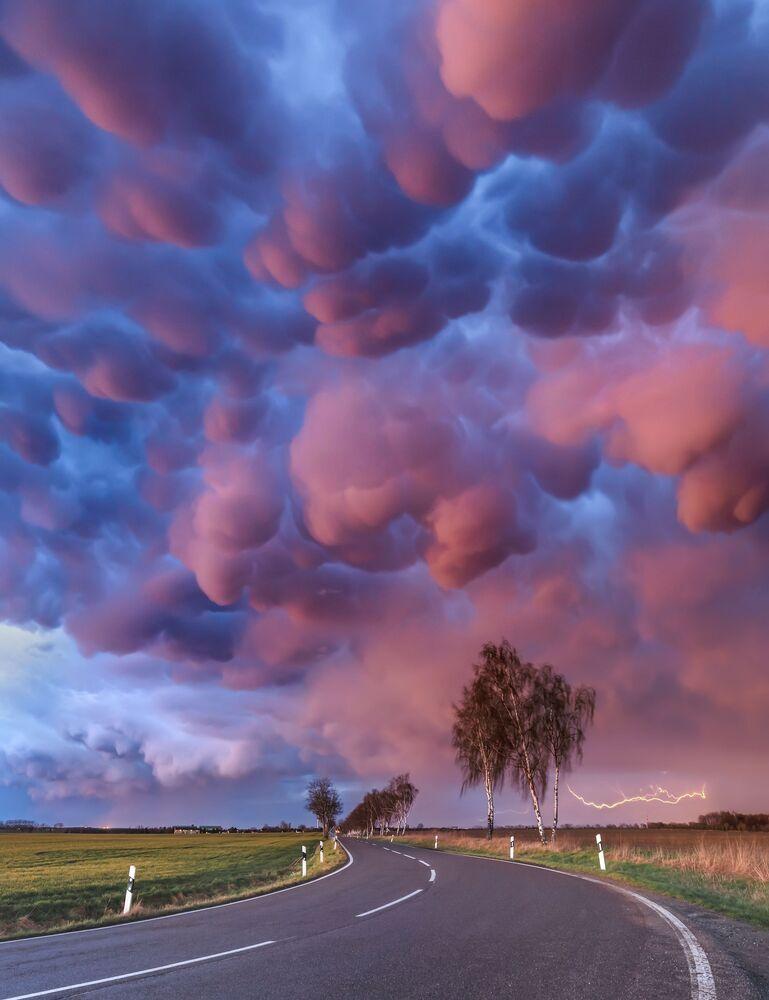 2020 Hava Olayları Fotoğrafları Yarışması'nın finalistlerinden Alman fotoğrafçı Boris Jordan'ın Mammatus Outbreak isimli çalışması