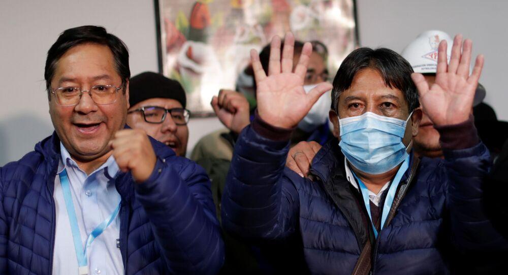 Bolivya seçimlerinin resmi olmayan sonuçlarına göre MAS'tan Luis Arce devlet başkanı, David Choquehuanca (maskeli) devlet başkanı yardımcısı seçildi