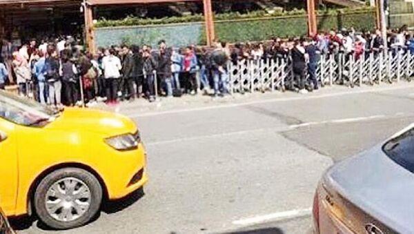Nusret'in önündeki kuyrukta bekleyenler  - Sputnik Türkiye
