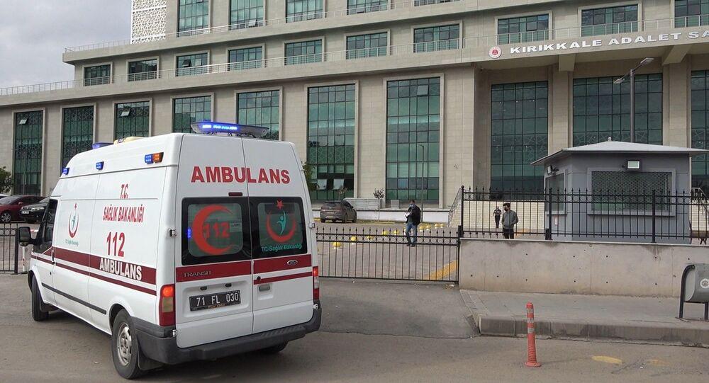 Kırıkkale'de bir kişi boşanma davası için gittiği adliyenin önünde eşini bıçakladı
