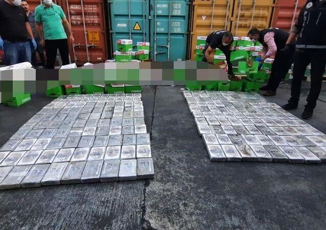 Mersin Uluslararası Limanı'na Brezilya'dan gelen bir gemideki konteynerde 220 kilogram kokain ele geçirildi