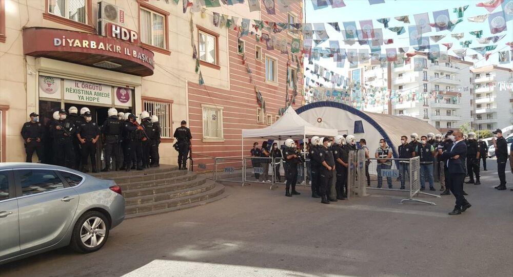 Diyarbakır'da HDP il ve ilçe binasında arama: İki kişi gözaltında - Sputnik Türkiye