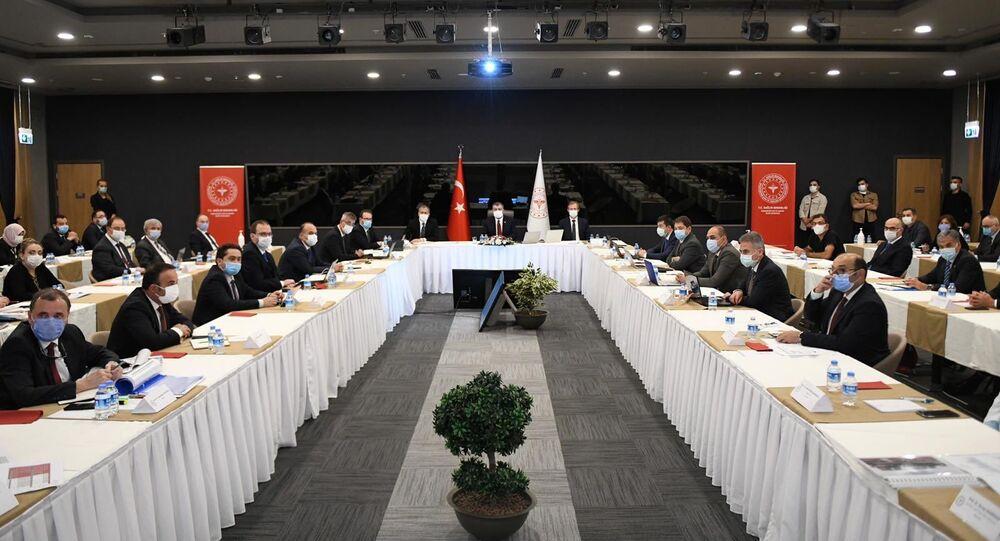 Sağlık Bakanı Fahrettin Koca'nın başkanlığında salgının İstanbul'daki seyri masaya yatırıldı.