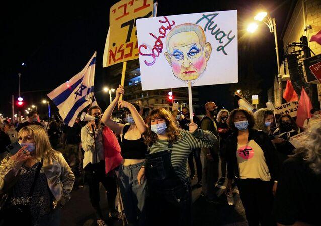 İsrail Başbakanı Benyamin Netanyahu'nun istifası için düzenlenen gösteriler, 18. haftasında da devam etti.