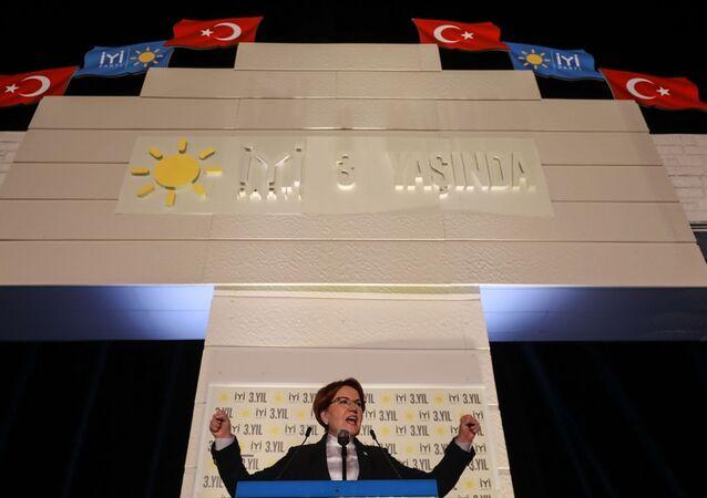 İYİ Parti'nin kuruluşunun 3. yıl dönümü dolayısıyla İzmir Gündoğdu Meydanı'nda program düzenlendi. Kutlama programına İYİ Parti Genel Başkanı Meral Akşener katılarak konuşma yaptı.