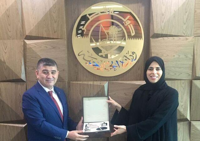 Katar Dışişleri Bakanlığı Sözcüsü Lulva el-Hatır (sağda), Türkiye'nin Doha Büyükelçisi Mustafa Göksu (solda) ile bölgedeki gelişmeleri görüştü.
