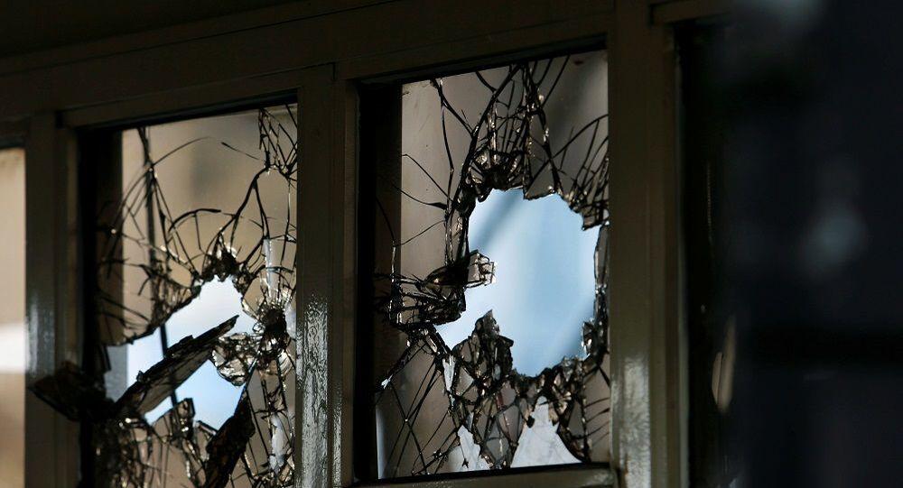 Nijerya, gösteri ,kırık camlar