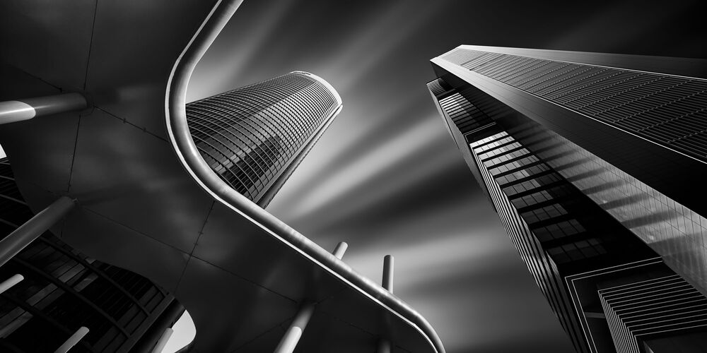 2020 Epson Uluslararası Panoramik Fotoğraf Yarışması'nda Baş Amatör Ödülünü kazanan İspanyol fotoğrafçı Juan Lopez Ruiz'in Light and dark on the towers isimli fotoğrafı