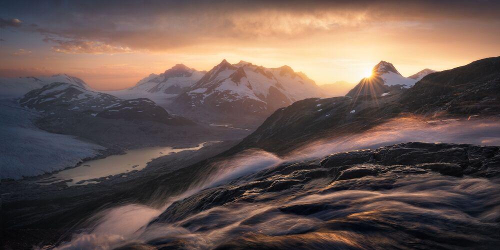2020 Epson Uluslararası Panoramik Fotoğraf Yarışması'nın Amatör-Manzara_Doğa kategorisinde en iyi ilk 50 çalışma arasında yer alan Kanadalı fotoğrafçı Blake Randall'ın Cascade Crown isimli çalışması