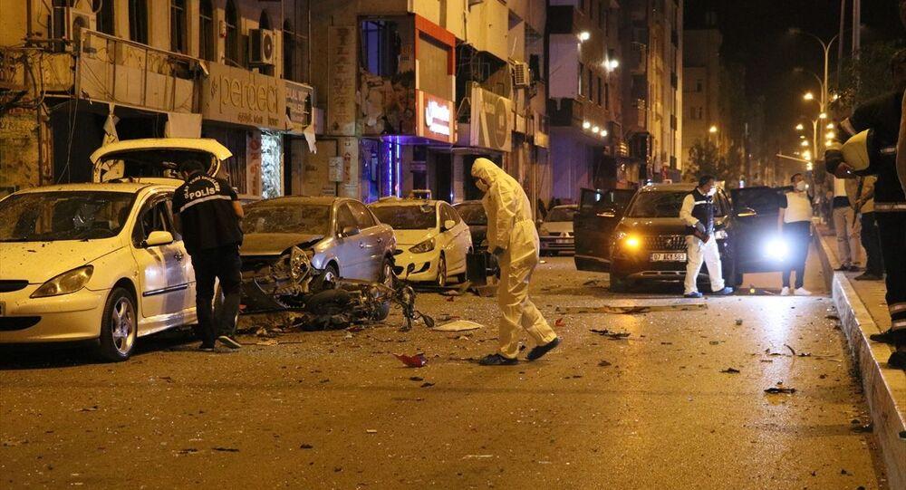 Hatay'ın İskenderun ilçe merkezinde patlama meydana geldi, olay yerine çok sayıda polis, itfaiye ve sağlık ekibi sevk edildi.