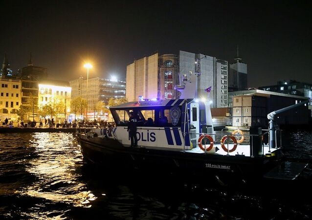 Deniz polisinden sahildeki vatandaşlara sirenli ve anonslu korona uyarısı