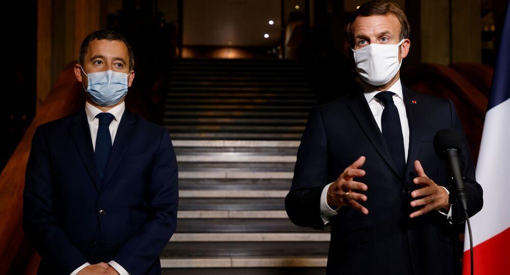 Gerald Darmanin ile Emmanuel Macron (sağda)