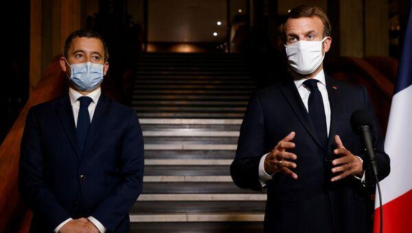 Gerald Darmanin ile Emmanuel Macron (sağda) - Sputnik Türkiye