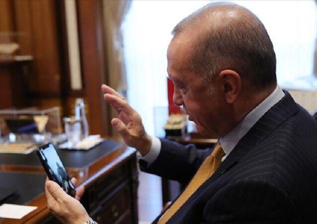 Cumhurbaşkanı Erdoğan Kovid-19'u atlatan 120 yaşındaki kadınla konuştu