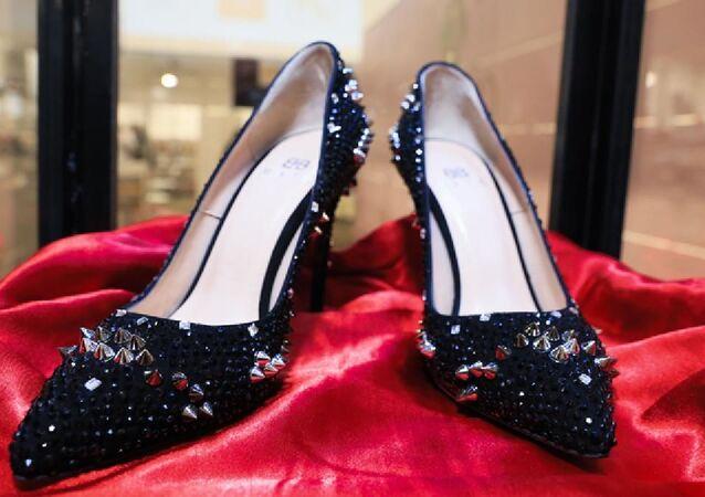 104 bin liralık topuklu ayakkabıyı ismini açıklamayan Türk iş insanı satın aldı