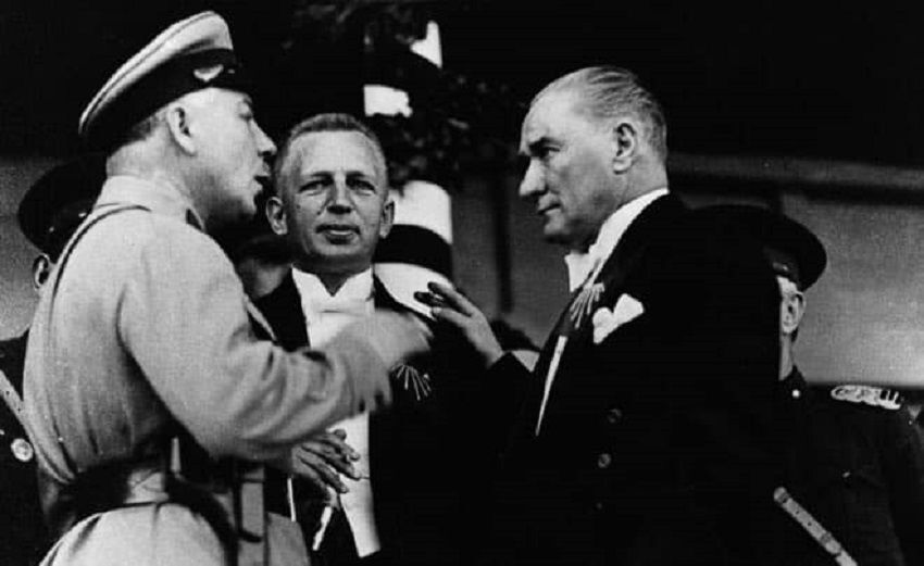 Mustafa Kemal Atatürk ve SSCB Savunma Halk Komiseri Kliment Voroşilov