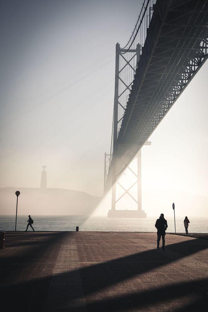 Yarışmanın Amatör Mimarlık/Köprüler kategorisinin kazananı Polonyalı fotoğrafçı Jacek Patora'nın Gölgelerin Oyunu isimli fotoğrafı, Portekiz'in başkenti Lizbon'da çekildi