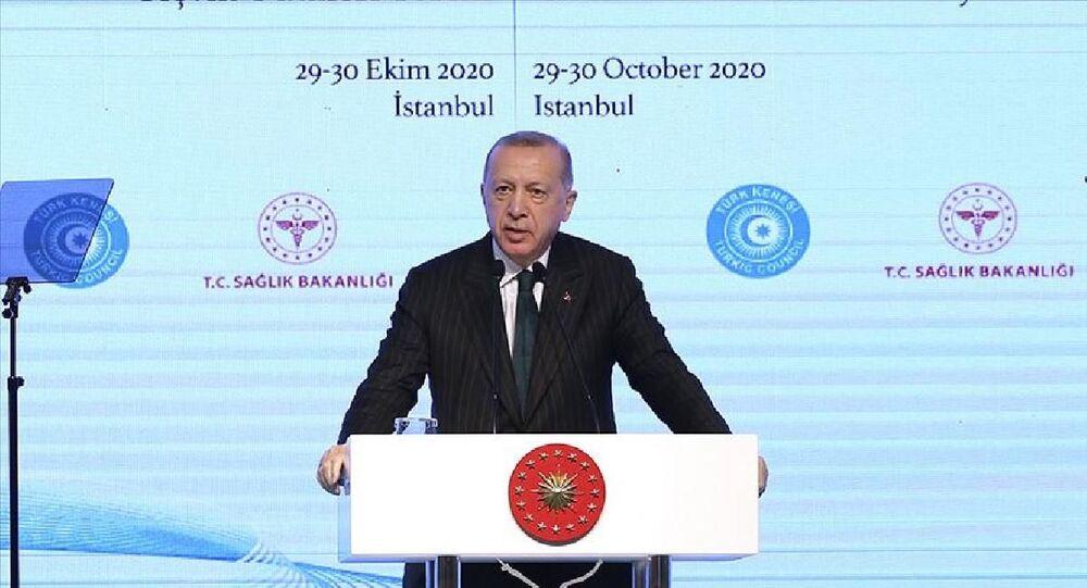Türkiye Cumhurbaşkanı Recep Tayyip Erdoğan, İstanbul'da düzenlenen Türk Konseyi Sağlık Bilim Kurulu Toplantısı'nda konuştu.