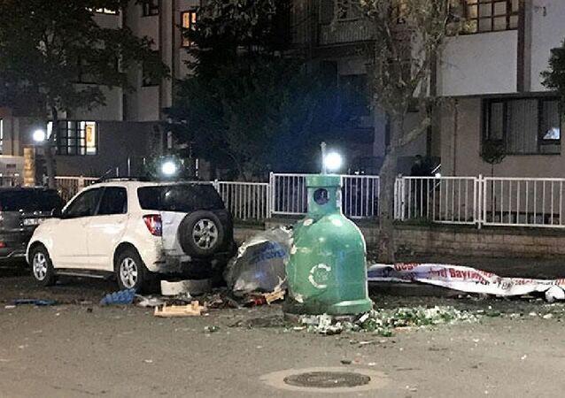 Ataşehir Fetih Mahallesi, Küçükçiftlik yolu Caddesi üzerinde bulunan bir çöp konteynerinde patlama yaşandı.