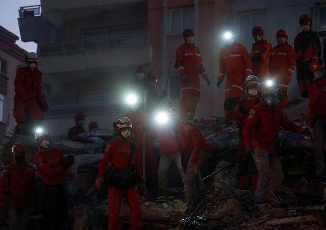 İzmir - deprem - kurtarma