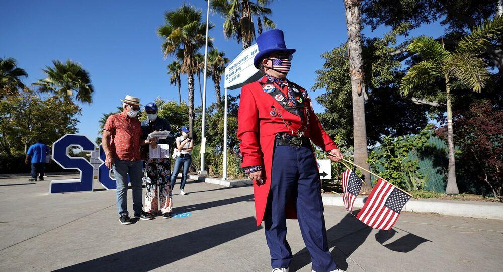 ABD -  California - Los Angeles - oy verme - başkanlık seçimleri - maske - koronavirüs