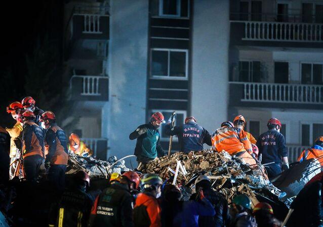 İzmir deprem, arama kurtarma, gece görüntüsü