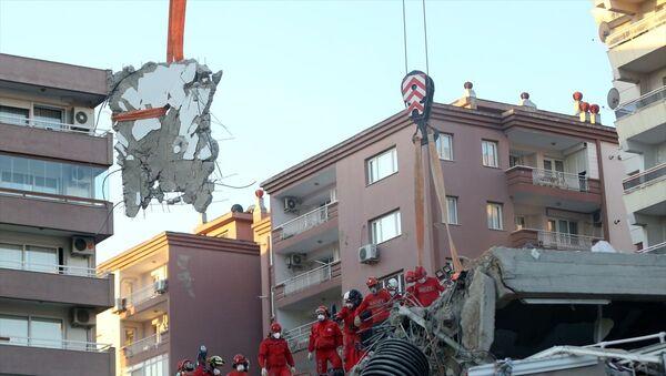 Rıza Bey Apartmanı, enkaz,  Bayraklı, İzmir - Sputnik Türkiye