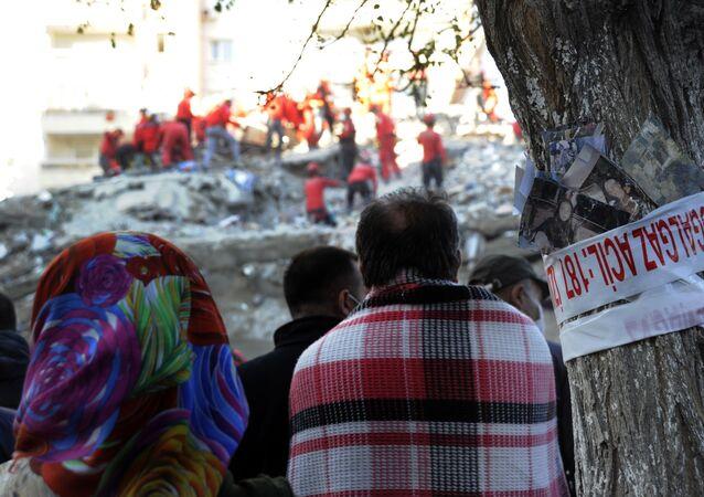 Rıza Bey Apartmanı, enkaz, İzmir