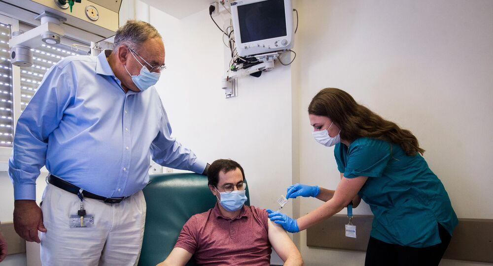 İsrail'de geliştirilen potansiyel yeni tip koronavirüs (Kovid-19) aşısının birinci aşama klinik denemelerine geçildi.