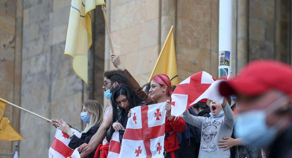 31 Ekim 2020 Gürcistan genel seçimi sonuçlarının açıklanmasının ardından Tiflis'te parlamento önünde muhalefet protestosu