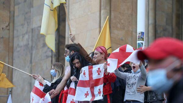 31 Ekim 2020 Gürcistan genel seçimi sonuçlarının açıklanmasının ardından Tiflis'te parlamento önünde muhalefet protestosu - Sputnik Türkiye