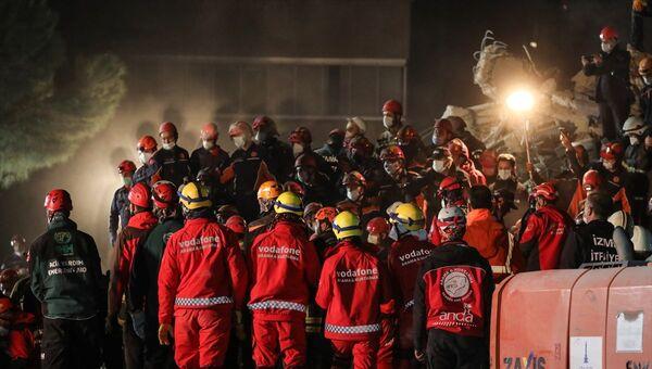 İzmir deprem, arama kurtarma, gece görüntüsü - Sputnik Türkiye