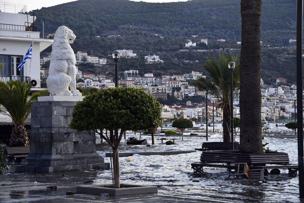 Yunanistan'da depremin merkez üssü Samos adasında deprem küçük tsunami etkisi yarattı
