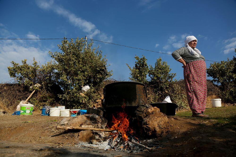 Bu köylerden biri de Mardin'in Savur İlçesine bağlı Yeşilalan Köyü. Köydeki bağbozumu telaşı renkli görüntüler oluşturuyor.