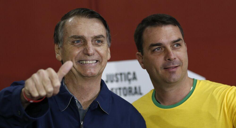 Jair Bolsonaro ve oğlu Flavio Bolsonaro