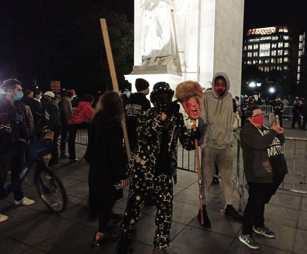 New York'da düzenlenen protesto gösterisinin katılımcıları